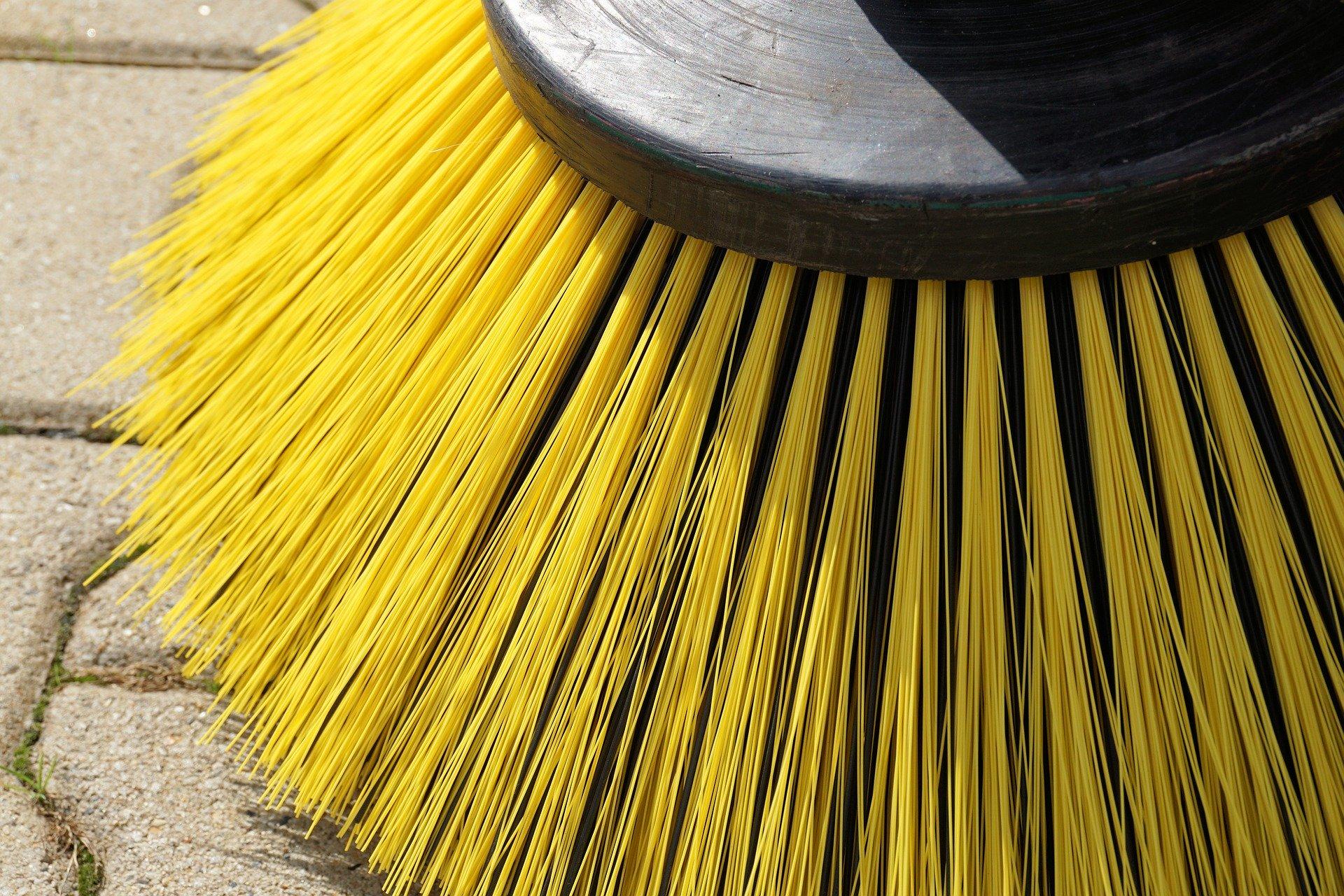 sweeper-1687445_1920