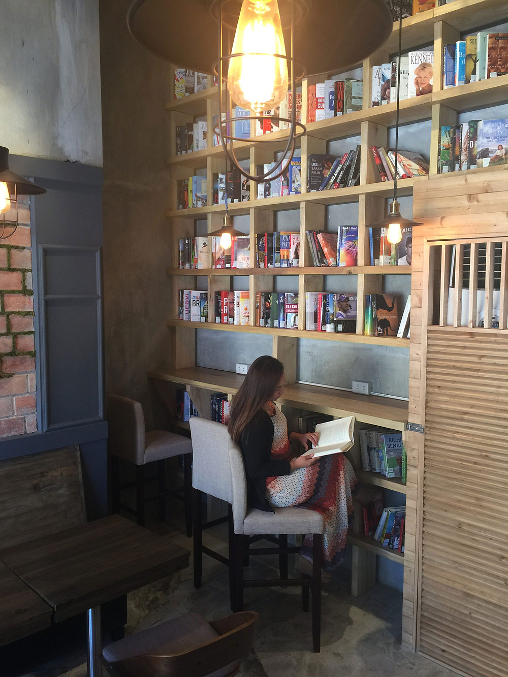 Coffee Shop with Whopping Study Ambiance