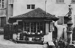 Der Geschirrladen und Sevogelbrunnen am Marktplatz vor 1887