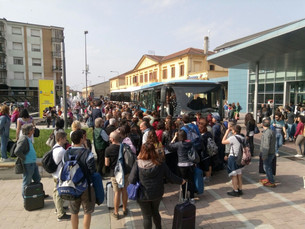 Treno deragliato: turisti bloccati in stazione il giorno dopo