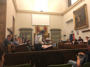 In Consiglio bocciato il referendum sul dormitorio degli stagionali e l'opposizione si divide