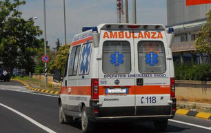 Anziano si sente male davanti all'ospedale di Saluzzo, inutili i soccorsi, muore poco dopo al Pr