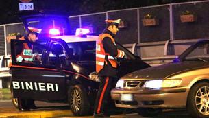 Controlli dei Carabinieri nel saluzzese: ritiro della patente per 13 giovani durante la festa di San