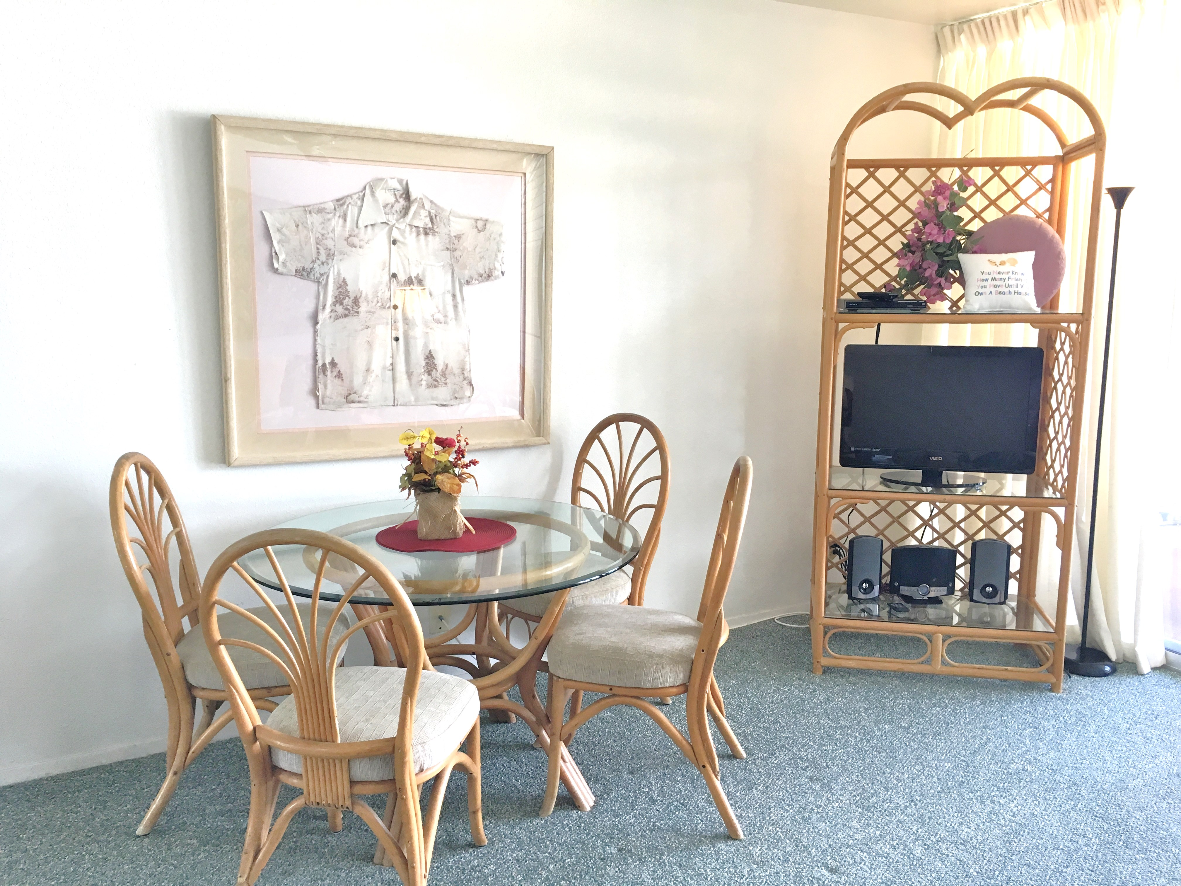 Wailua Bay View TV with dining table
