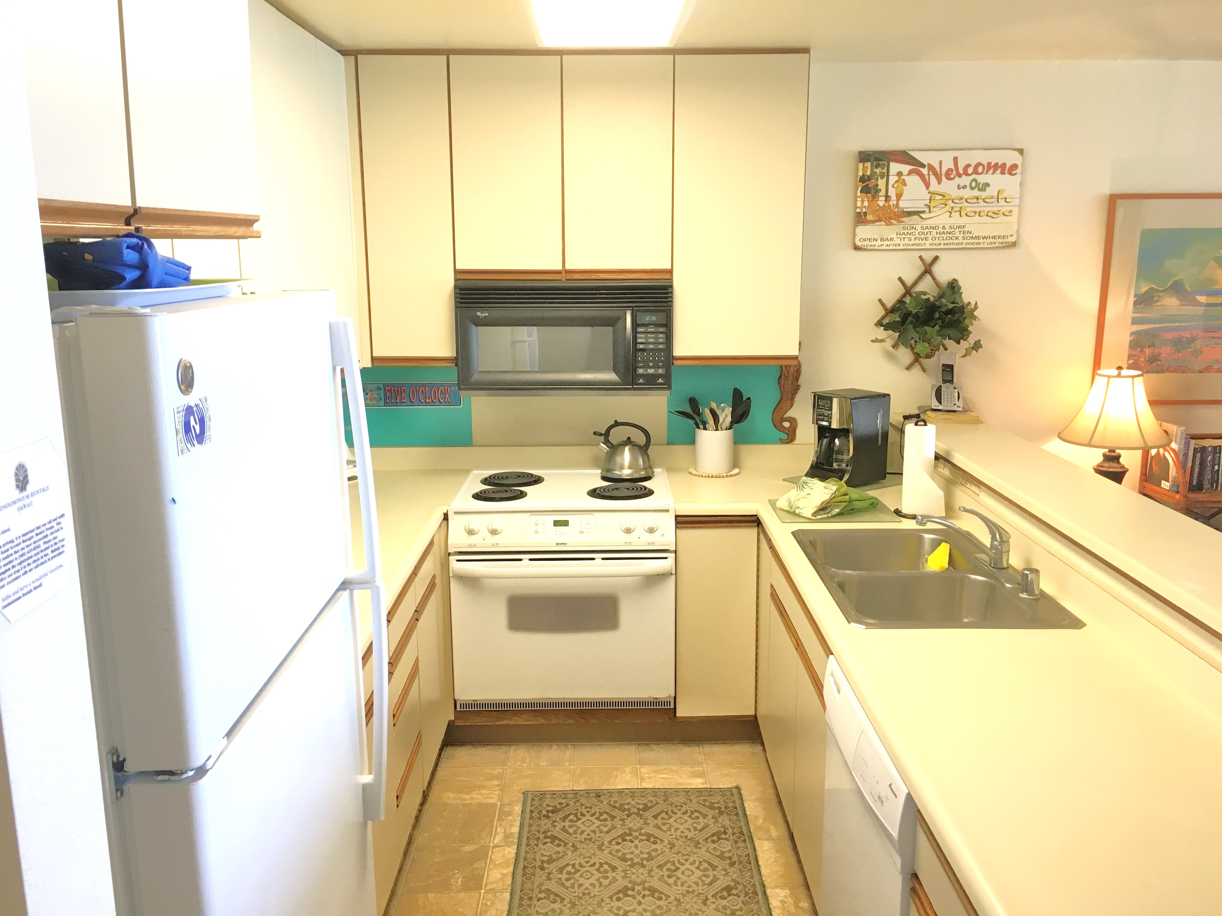 Full kitchen in Wailua Bay View 114
