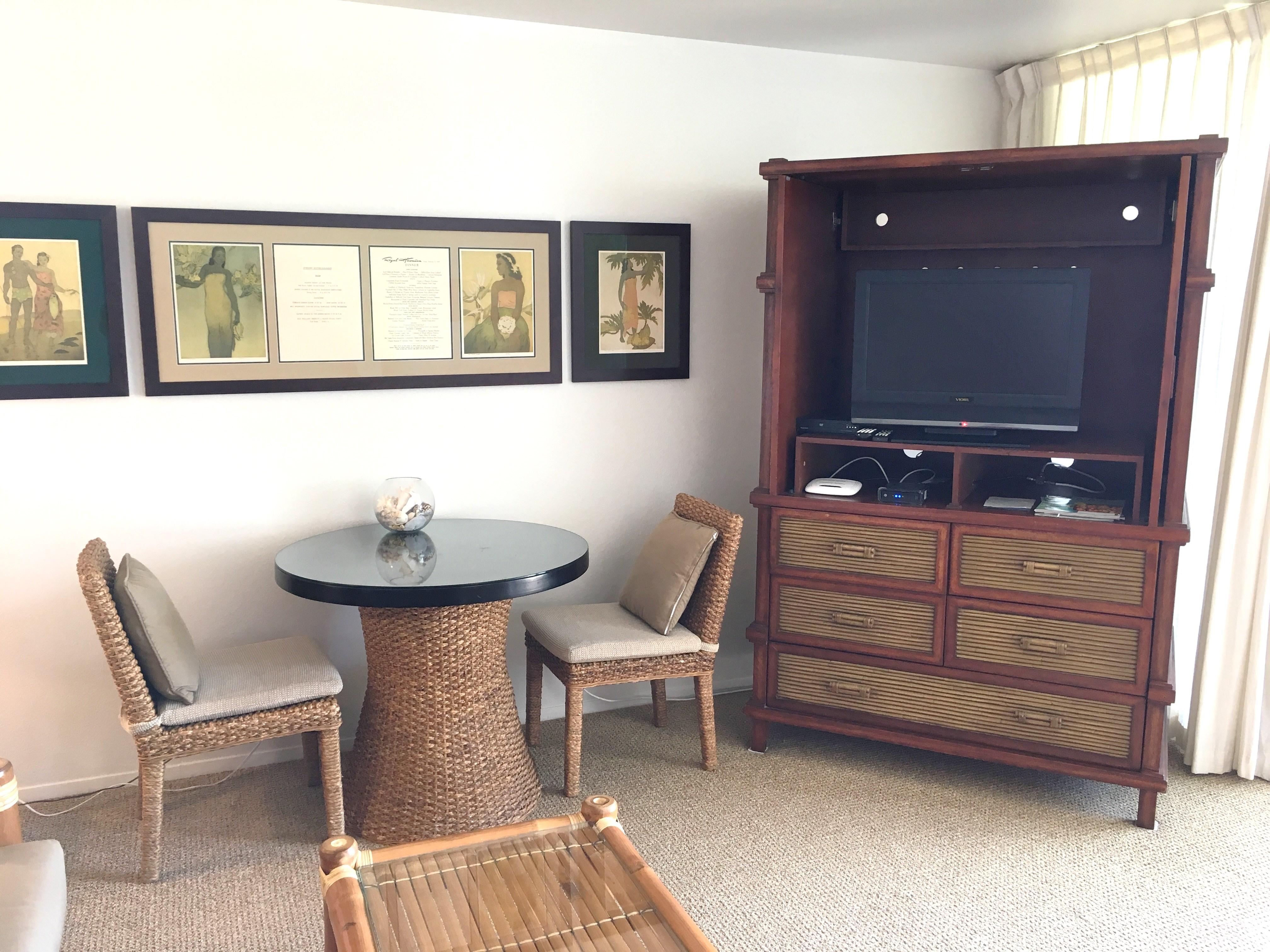 Television and dining at Wailua Bay View