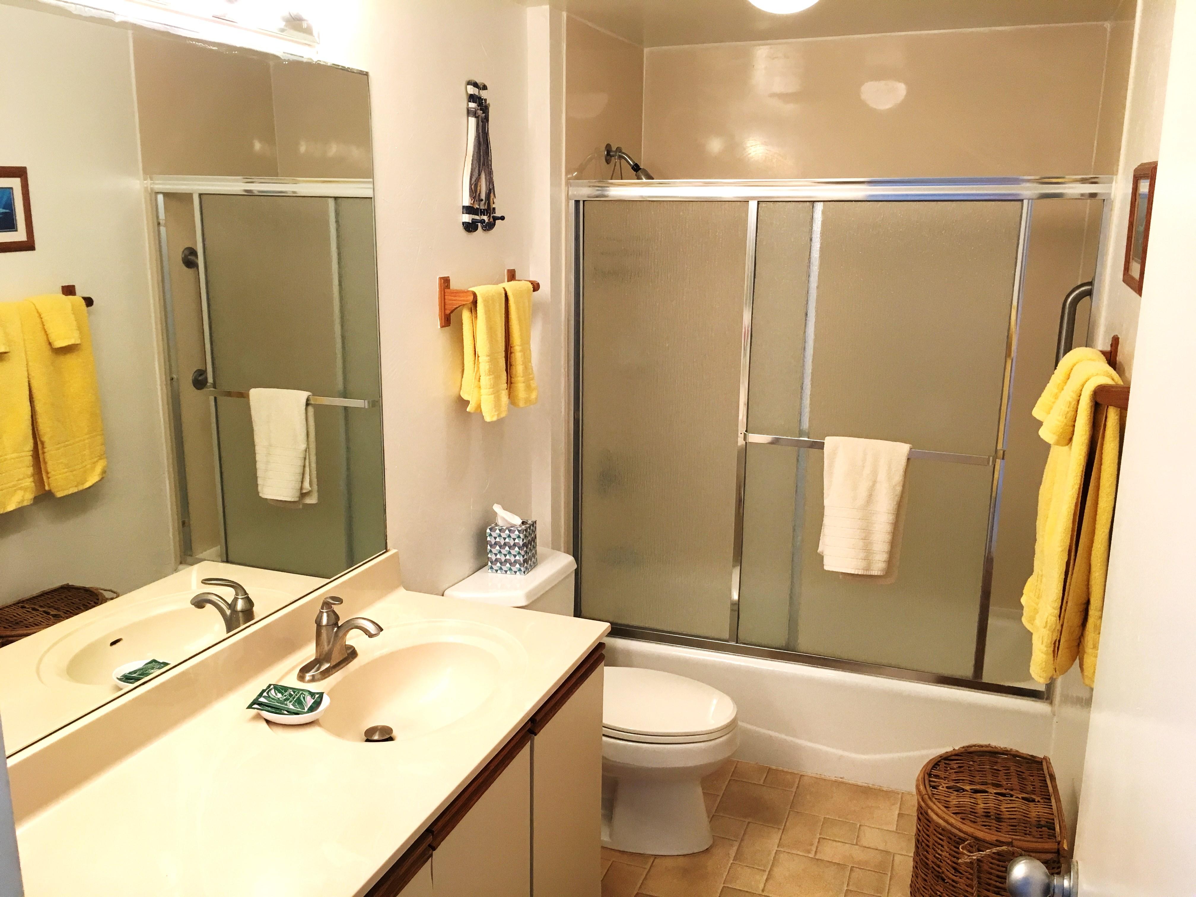 Bathroom at Wailua Bay View 215
