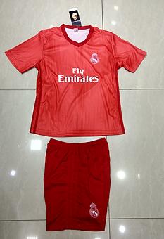 Real Madrid rojo 1819.png
