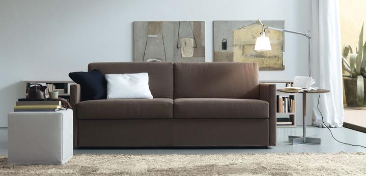 Jesse Luis sofa