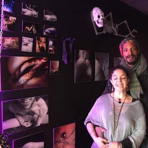 Tara Angel & John devant le travail de Cls&Cls, Acoeur 2019