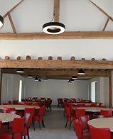 Salle de réception tables rondes