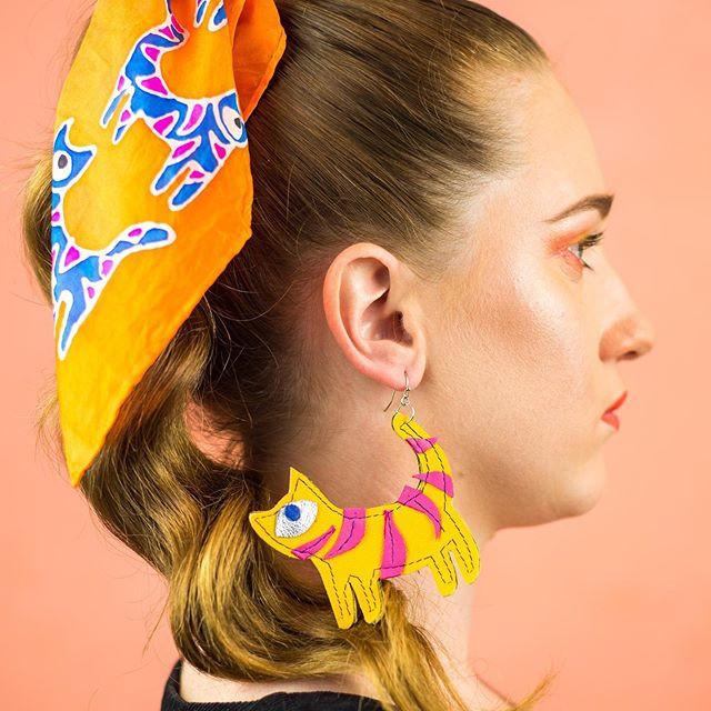 One eye cat earrings Kimi Schieren
