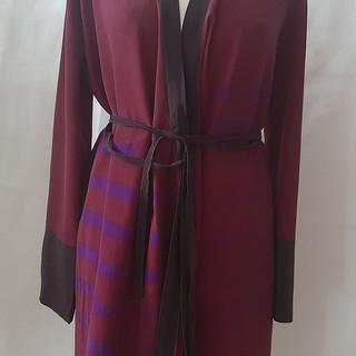Omslagskjole i silke med trykk