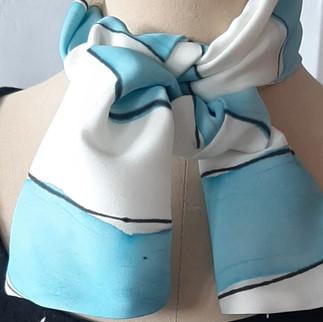 Silkeskjerf med blått trykk