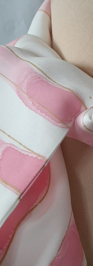 Håndtrykket silkeskjerf