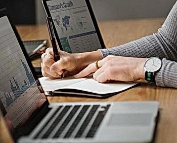 analysis-banking-businesswoman-14514481.