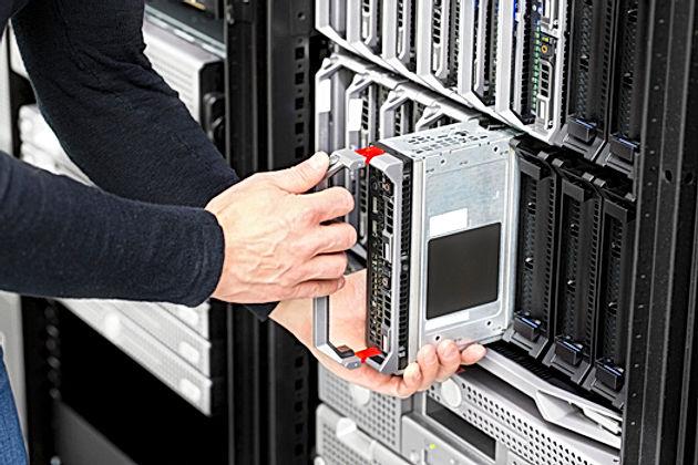 blade-server-installation-in-large-datac