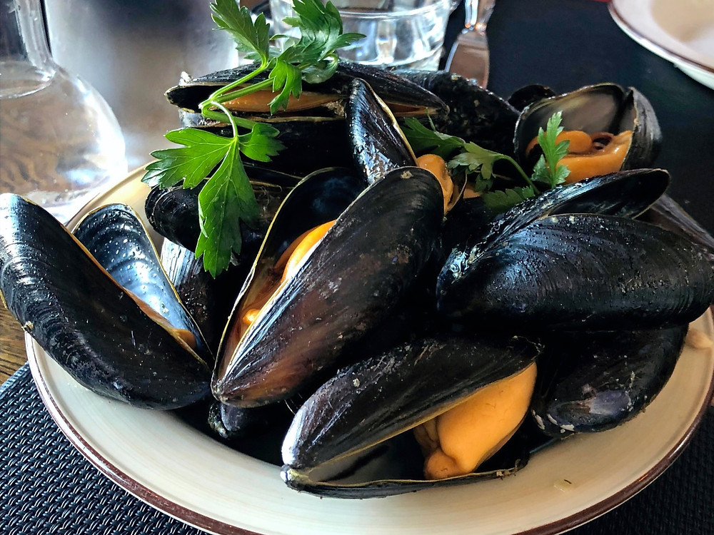 Succulent, fresh Islandic Mussels at The Harbor Restaurant