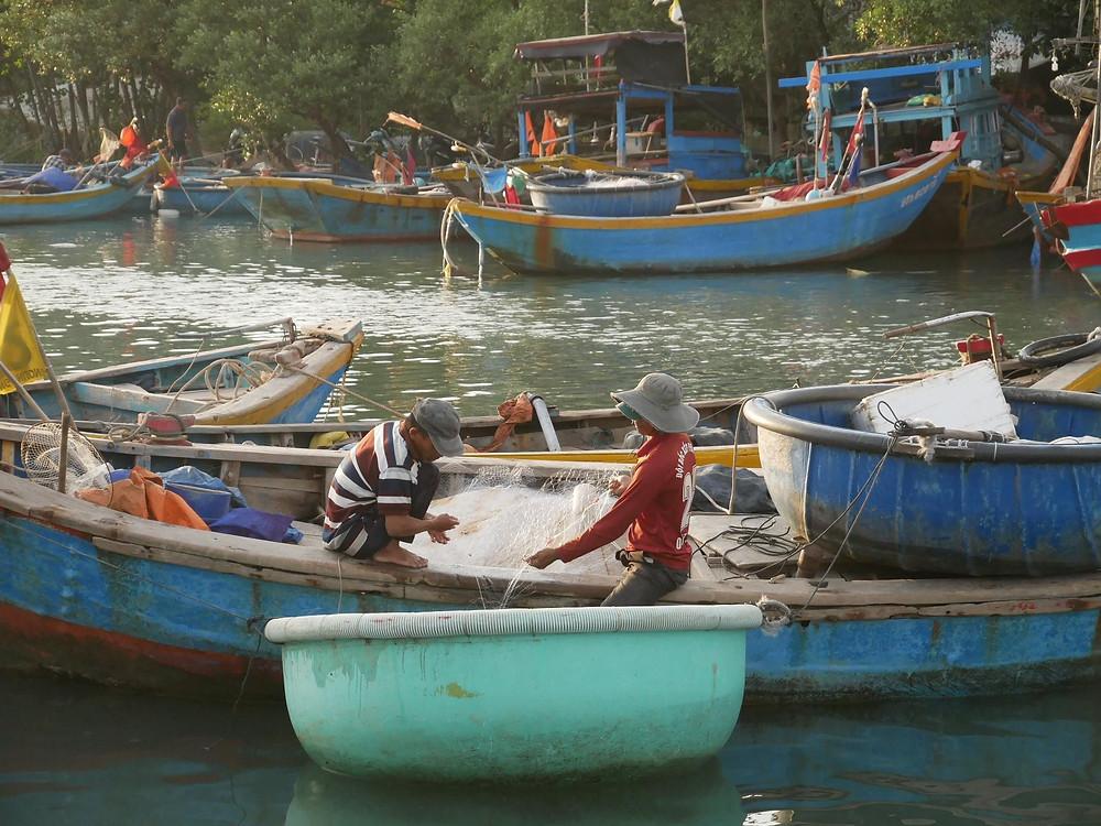 "Round Vietnamese fisherman boats, thung chai, ""basket boats"""