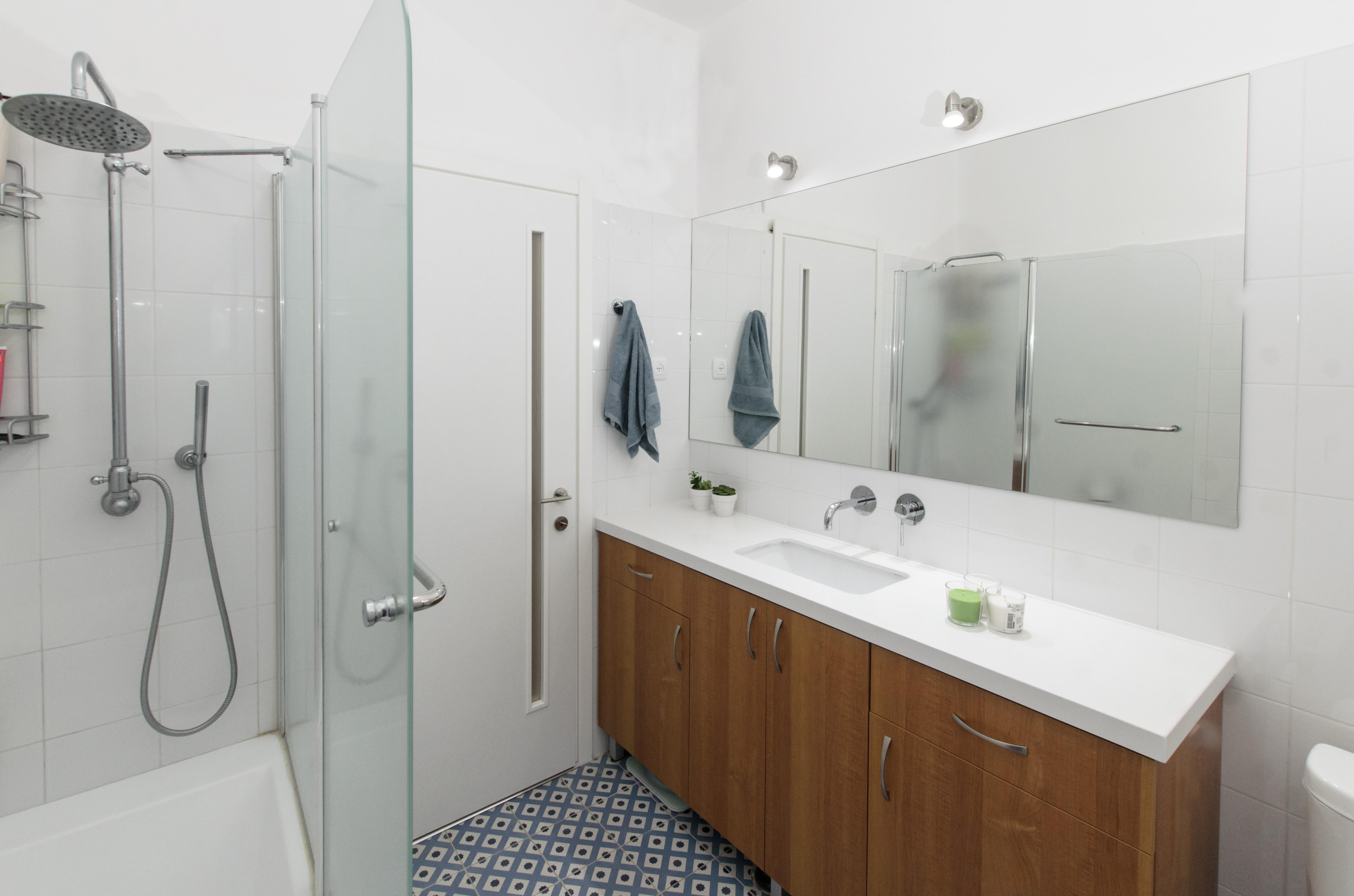 חדר אמבטיה, דירת 3 חדרים, גבעתיים