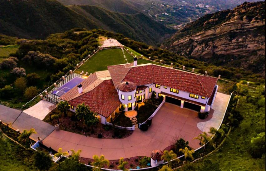 Malibu villa.jpg