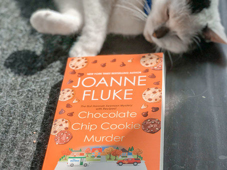 Munching on Joanne Fluke's Chocolate Chip Cookie Murder