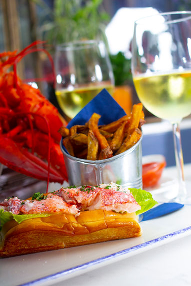 Simeons Lobster Roll_IMG_5793.jpg