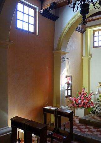 1200px-Chapel_Interior_-_Mision_de_Loret.jpg