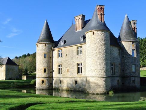 Château de Landreville / Замок Ландрёвиль. Игра в «жмурки»
