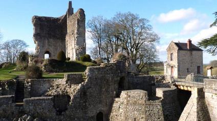 Château de Domfront / Замок Домфрон. Руины английского королевского замка