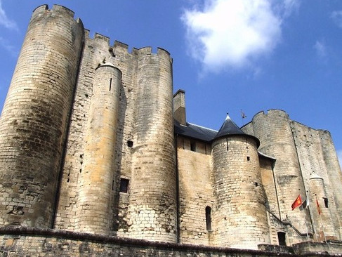 Château de Niort / Замок Ньор. Замок-великан