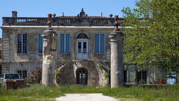 старый уничтоженный замок