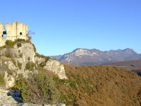 Château de Soyans / Замок Соайян. Руины на валуне