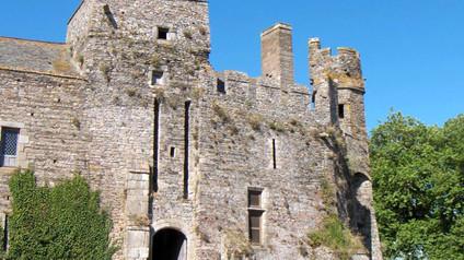Château de Pirou / Замок Пиру. Легенда о серых гусях