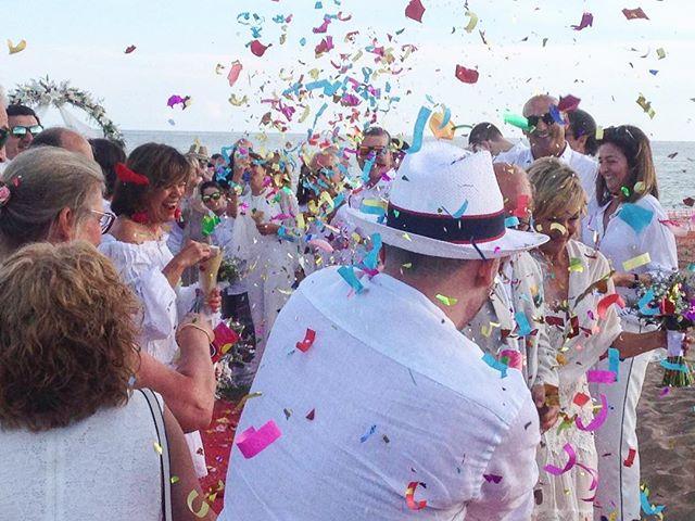 🎉¡VIVA LOS NOVIOS!🎉 #eventos #boda #bodas2018 #novios #ceremonia #ceremony #petalos #confetti #mom