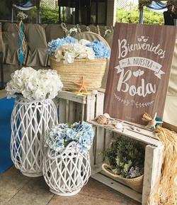 Buenos días Martes!!😊 Este es el rincón de bienvenida que montamos para la boda de N&M. Estaba todo