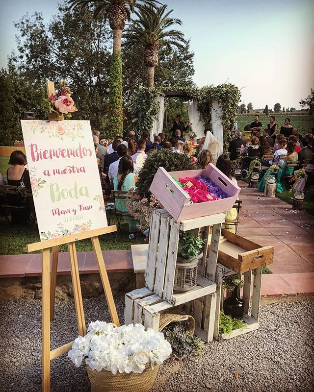 Hoy me ha venido a la cabeza la boda de M&F _mavi_poncelas en _heretatsabartes! Y revisando fotos he