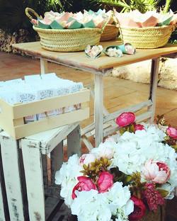 Empezamos semana con otro rincón de la boda de A&C 😍#eventos #decoracionesunicas #bodas #flores #pr