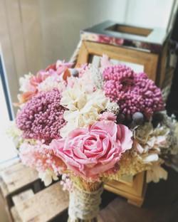 Este es el precioso ramo de flores que me preparó _tundraflors para la novia de este fin de semana!