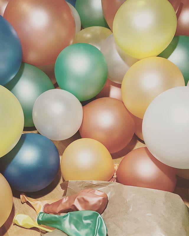 Explosión de color 🎈 !! Feliz viernes🎉 #eventos #boda #bodas #comunion #bautizo #guirnaldaseglobos