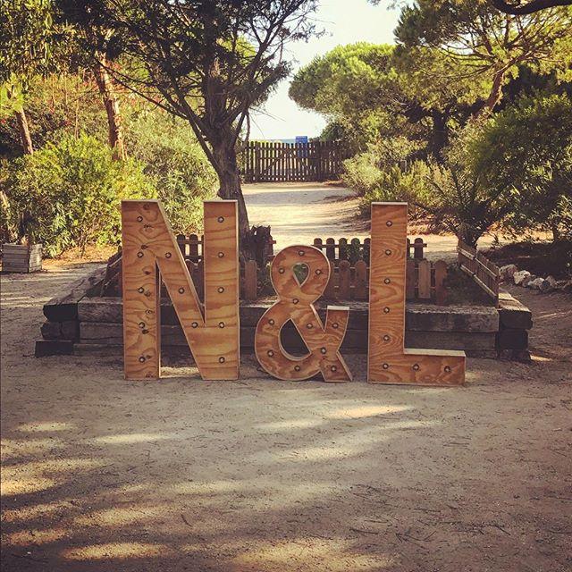 Todo listo para la boda de N&L!! Que empiece la fiesta 🎉 #eventos #boda #decoracion #decoracionboda