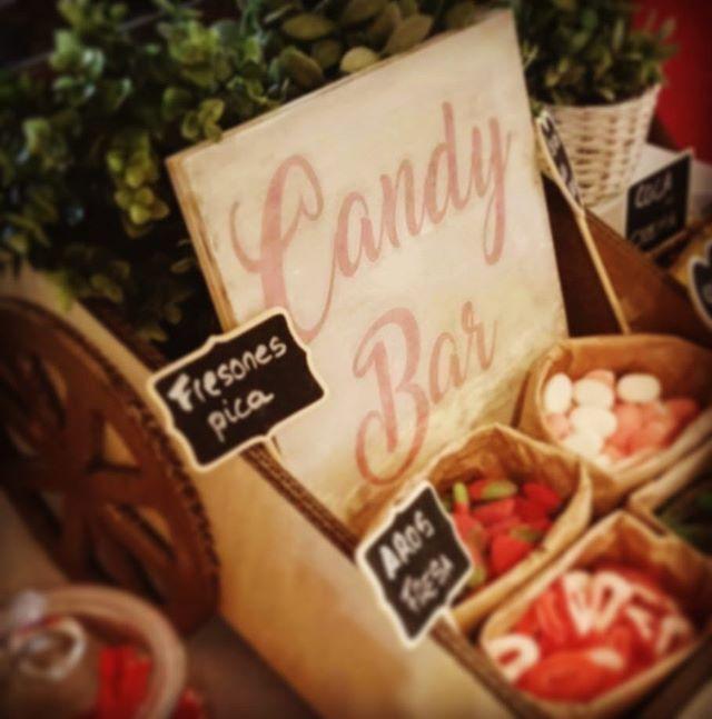 Detalle de nuestro _Candy Bar_ 🍭para la boda de M&F! Feliz jueves!! 😊 #eventos #boda #rinconesboni