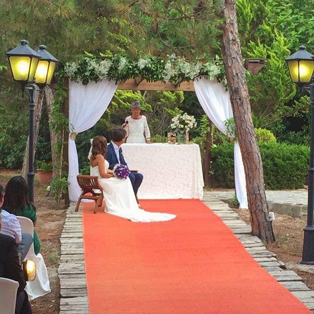 Este fue el arco que montamos para la boda de L&S, súper elegante y totalmente acorde al estilo de e