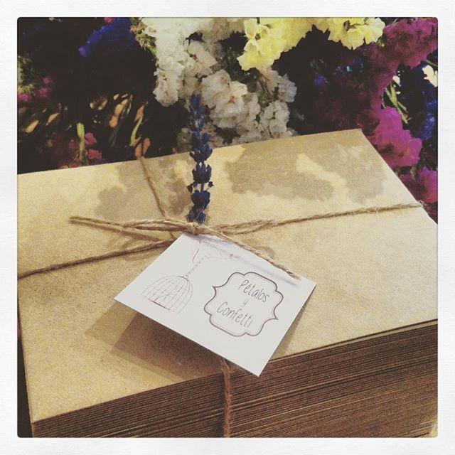 Hoy he hecho entrega de las invitaciones de boda de N&W que he diseñado y producido con mucho cariño