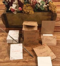 Personalizando cosas bonitas para la boda de este finde!! A los invitados no les va a faltar detalle