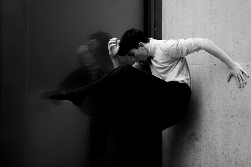 ジョーイ・バートン 作品「Dyonysian」をイメージした写真(1)