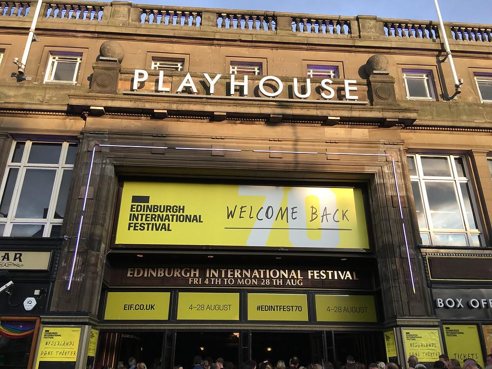プレイハウスは歴史ある大劇場です。