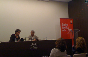 Presentación de Fricciones en el Centro Andaluz de las Letras (Málaga, 18/04/2012), junto a José Luis Amores (foto: José Antonio Montano)