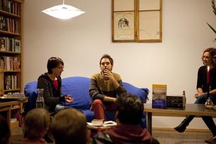 En la librería La Rayuela de Berlín, junto a Margarita Ruby (18/10/2013). Foto: Víctor Fernández de Tejada Pequeño