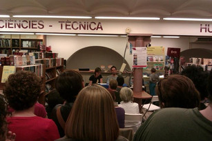 Presentación en la librería Galatea de Reus, junto a Laia Quílez y José Ángel Prieto, oculto tras la columna (18/4/2013). Foto: Jordi Moreno